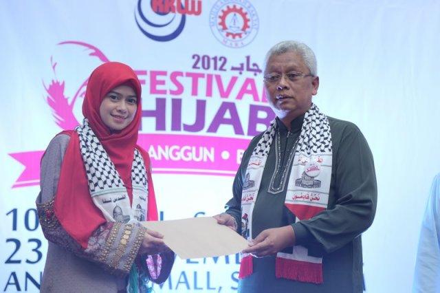Heliza turut terlibat dalam Festival Hijab di Anggerik Mall, Selangor.