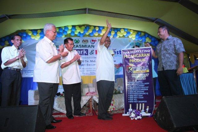 YAB Dato' Seri Dr. Md Isa bin Sabu, Menteri Besar Perlis  ketika merasmikan Majlis Perasmian Halal Park MARA dan KIMFEST Kuala Perlis.