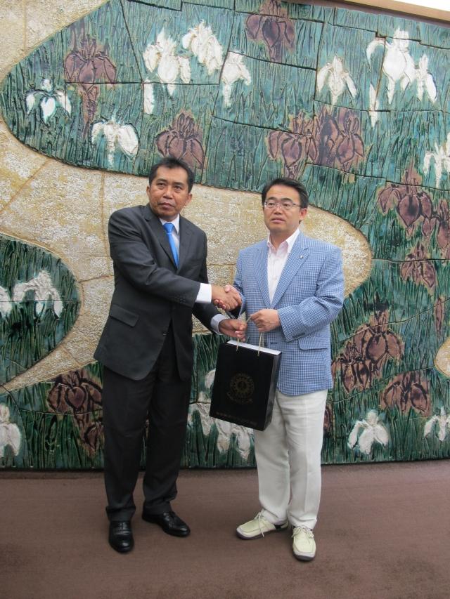 YBhg. Datuk Ibrahim bin Ahmad, Ketua Pengarah MARA bersama Mr Hideaki Ohmura, Governor Aichi Japan