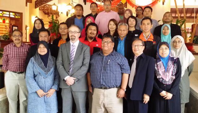 "Para peserta ""Emerald Research Publication and Pathway"" bersama Simon (barisan depan dua daripada kiri)"