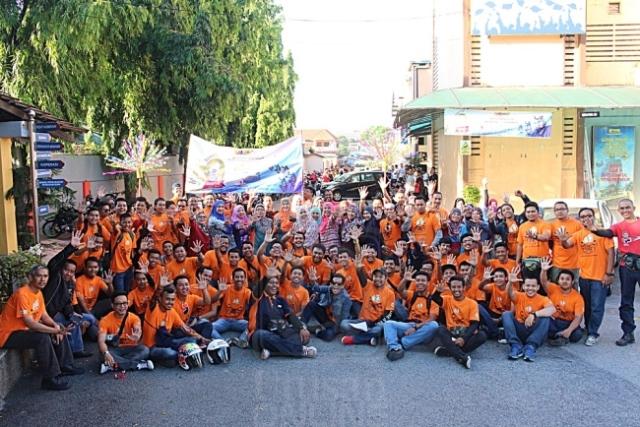 SEBAHAGIAN daripada pensyarah dan pelajar yang menjayakan Konvoi Bermotosikal anjuran IKM Kuala Lumpur baru-baru ini