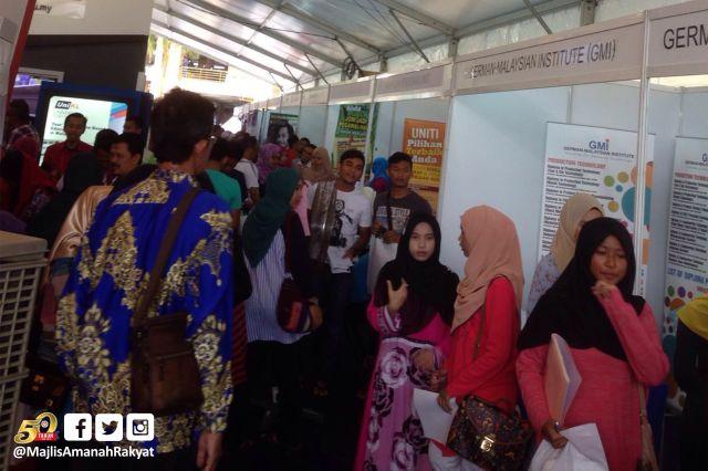 Pengunjung di Karnival Pendidikan MARA Negeri Kelantan