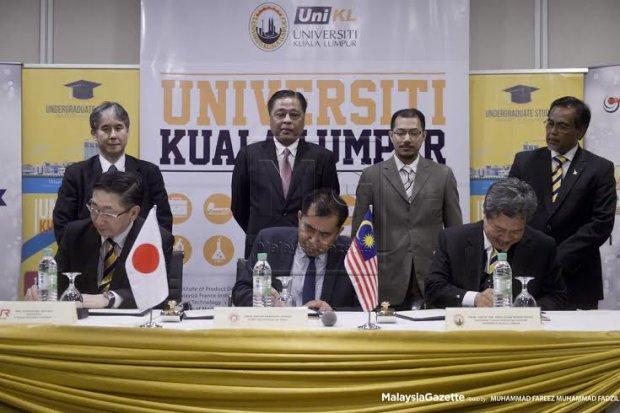 Datuk Seri Ismail Sabri Yaacob menyaksikan majlis menandatangani memorandum perjanjian persefahaman di antara Universiti Teknikal MARA Sdn Bhd (UNIKL) dan Kyushu Railway Company (JR Kyushu) di Hotel Royale Chulan Damansara, Kuala Lumpur. foto FAREEZ FADZIL, 18 MAC 2016