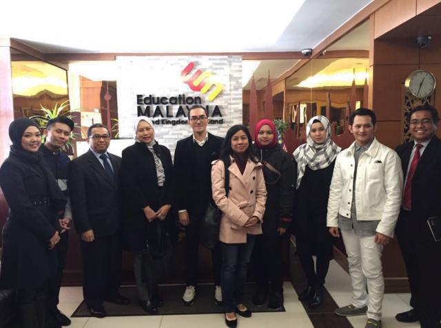 Mesyuarat bersama MATRADE bagi membincangkan program-program promosi dalam membantu usahawan pereka muda MARA untuk menembusi pasaran di London.