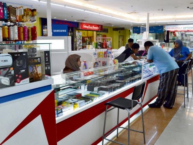 Pelbagai produk IT dijual pada harga berpatutan di Mara Digital Anggerik Mall.