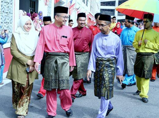 PENGARAH MARA Kelantan, Ismail Abdullah hadir pada Majlis Sambutan Aidilfitri Kolej Poly-Tech MARA di Lembah Sireh, Kota Bharu, hari ini. - Foto Faris Zainuldin