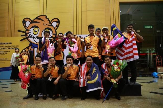 Para pelajar IPMa yang memenangi pingat di ASEAN SKILLS COMPETITION 2016