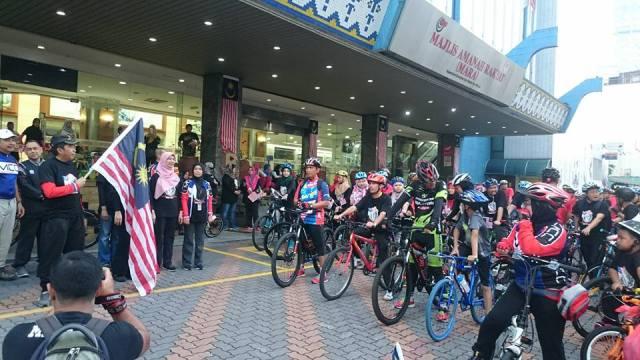 Pelepasan Peserta Kayuhan MERDEKA MARA oleh YBhg Datuk Ibrahim bin Ahmad, Ketua Pengarah MARA Sempena Program Sambutan 31 Ogos