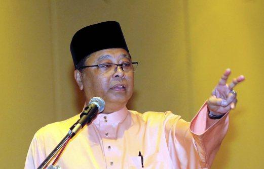 PENANG 11 SEPTEMBER 2016. Ahli Majlis Tertinggi UMNO yang juga Menteri Kemajuan Luar Bandar dan Wilayah, Datuk Seri Ismail Sabri Yaakob berucap merasmikan Mesyuarat Perwakilan UMNO bahagian Tanjong di Hotel Bayview Georgetown di sini. NSTP/DANIAL SAAD
