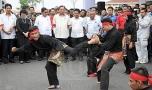 Menteri Kemajuan Luar Bandar Dan Wilayah, Datuk Seri Ismail Sabri Yaakob ditemani Ahli Parlimen Paya Besar,Datuk Seri Abdul Manan Ismail bersama pengurusan dan pelajar Kolej Kemahiran Tinggi MARA (KKTM) melihat pertunjukkan silat pada majlis perasmian kolej tersebut di sini hari ini.