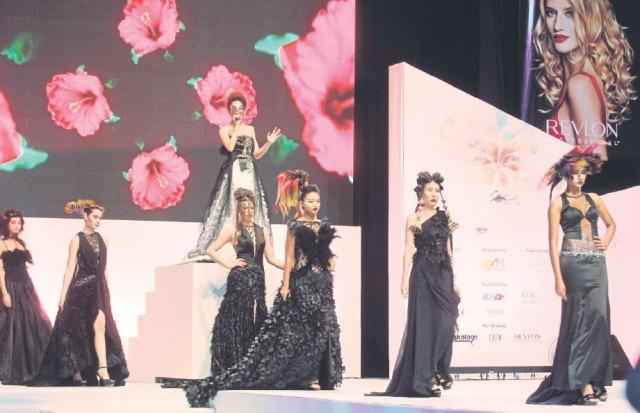 Pertunjukan fesyen rambut memeriahkan pelancaran ekspo.