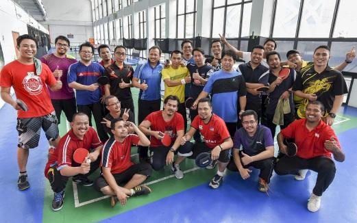 KELAB Sukan dan Rekreasi NSTP dengan kerjasama Media Prima menganjurkan program perlawanan persahabatan ping pong tiga penjuru, pada Sabtu. - Foto Hafiz Sohaimi