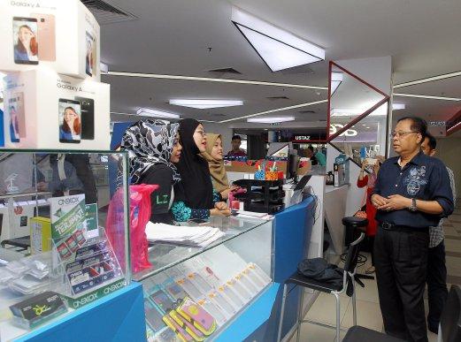 ISMAIL Sabri melawat MARA Digital sempena setahun pembukaan MARA Digital di Medan MARA, Kuala Lumpur. - Foto Azhar Ramli