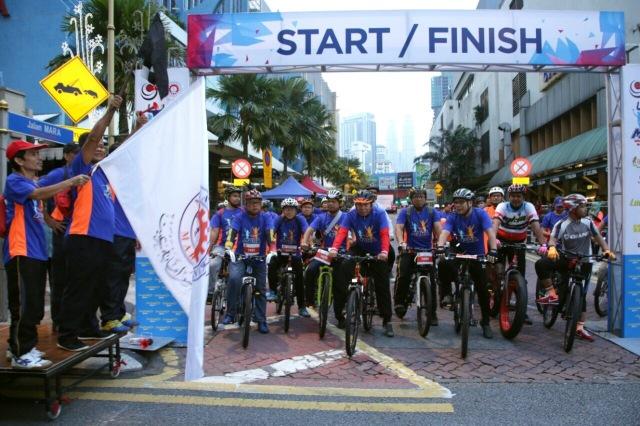 Simbolik Sambutan 51 Tahun MARA melalui pelepasan 51 buah basikal peserta MARA Health Family Fun & Ride 2k17