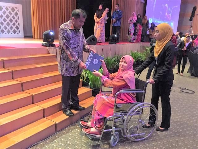 Nor Hafiza binti Haron, salah seorang penerima Anugerah Subsidiaries Icon Award 2016.